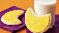 Moon Cookies Halloween Cookie Recipes, Easy Halloween Food, Halloween Desserts, Halloween Treats, Holiday Recipes, Cookie Pops, Cookie Frosting, Holloween Cookies, Pillsbury Sugar Cookies