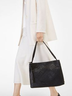 Women´s Bags & Wallets at Massimo Dutti online. Enter now and view our Spring Summer 2019 Bags & Wallets collection. Fashion Bags, Womens Fashion, Women's Accessories, Must Haves, Purses And Bags, Braids, Shoulder Bag, Tote Bag, Stuff To Buy