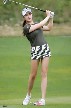 Girls Golf, Ladies Golf, Girl Golf Outfit, Sexy Golf, Golf Player, Golf Tips For Beginners, Golf Wear, Golf Training, Sporty Girls