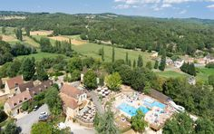 Camping in Sarlat 4 stars with heated pool at 27 ° c, slides, restaurant, entertainment and bar.Housing upscale, safari tents and camping pitch Swimming Pool House, Swimming Pool Water, Pool Water Slide, Water Slides, Camping Sarlat, Heated Pool, Campsite, Glamping, Safari