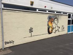 The Bridge Farm Primary School in Bristol, England, recently asked its students to choose names for four building. The kids chose Brunel, Blackbeard, Cabot and Banksy – Banksy because Bristol is th… Murals Street Art, Street Art Banksy, Graffiti Art, Primary School, Elementary Schools, Banksy Mural, British Schools, School Murals, Murals For Kids