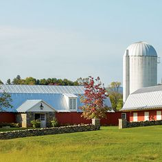 I would love to live here. A old cattle barn turned into a lovely home.