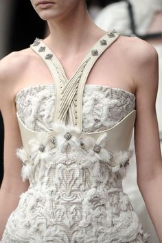thewhitefile loves fashionWhite details from Alexander Mc Queen