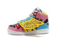 I wish I was close to Jeremy Scott like 2NE1 so he would just give these to me XP