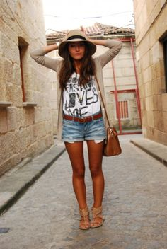 too hat Lovely Pepa by Alexandra Love this Look Fashion Moda, Big Fashion, Look Fashion, Womens Fashion, Outfits With Hats, Short Outfits, Casual Outfits, Cute Outfits, Spring Summer Fashion