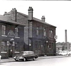 The Cobden Arms and The Black Horse Pendlebury. Chimney of Sackville & Swallow on the right. Salford City, Local History, Old Pictures, Manchester, Places To Visit, Street View, Horses, Architecture, Childhood