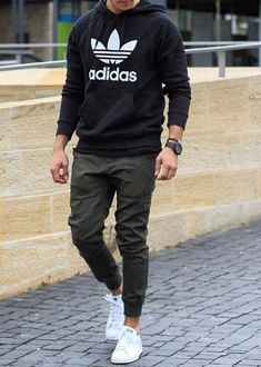 Guys Back to School Fashion - Casual Comfy Outfit - Adidas hoodie + Joggers + Adidas Stan Smith Sneakers Mode Masculine, Mode Man, Herren Style, Hipster Man, Herren Outfit, Men Street, Fashion Essentials, Mode Outfits, Mode Style