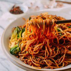 Spicy Crispy Pork Noodles (Made with Spaghetti!) - Spicy Crispy Pork Noodles (Made with Spaghetti! Noodle Recipes, Pork Recipes, Asian Recipes, Ethnic Recipes, Easy Recipes, Pork Noodles, Chinese Vegetables, Crispy Pork, Vegetable Dishes