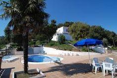 Grande et belle villa avec aménagement espagnole, piscine privée et beau jardin avec barbecue.