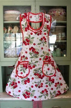 Cute Homemade Aprons- I love the neck on this!