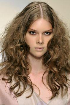 10 #coiffures pour #cheveux frisés: chez #Biagiotti.