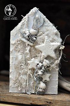 w ramach drewniany domek od STORY WOOD w zimowej odsłonie z użyciem papierów UHK Gallery z kolekcji Winter in Avonlea PATIO...