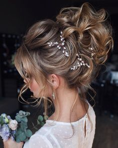 Gorgeous updo ideas ,bridal updo hairstyle, wedding hairstyles ,messy updo hairstyle ideas #hairstyle #updo #updohair #bridehair #weddinghairstyles