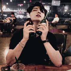 Beer with Jungkook while he's still drunk 🥴 Foto Jungkook, Jungkook Hot, Jungkook Fanart, Bts Bangtan Boy, Jungkook School, Jikook, Jessi Kpop, Bts K Pop, Bts Gifs