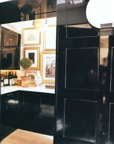 Butler's pantry in black and white with lots of gold frames. Very striking.
