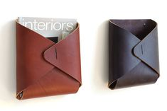 2 Tasche Wall Pockets in Brown & Dark Brown Leather Wall, Leather Craft, Leather Box, Brown Leather, Leather Accessories, Home Accessories, Fantasy Football Rings, Gifts For Your Boss, Diy Inspiration