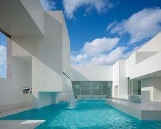 Sky, pool, modern...ahhhhh...