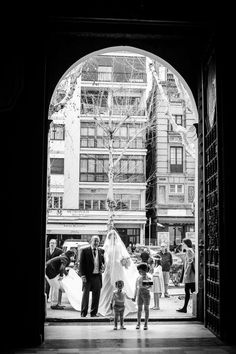 Susana y Mª Ángeles, de Molina+Royo Fotografía, me hablaron de la preciosa boda de Lorena y Juan. En cuanto pude ver alguna de sus fotos, me enamoré del reportaje y quise compartir su boda en el blog.