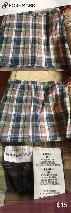 LADIES SKORT SIZE 18 Ladies skort in Excellent Condition size 18 by White Stag beautiful browns, greens, black, and cream colors White Stag Skirts Mini