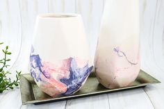 Beginner's Guide to Spray Paint Marbling - The Country Chic Cottage Scrape Painting, Marble Painting, Painting Plastic, Marble Print, Stencil Painting, Quick Crafts, Craft Stick Crafts, Wood Picture Frames, Picture On Wood