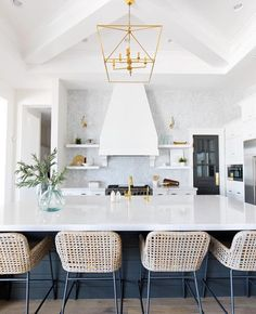 When your kitchen is THIS good, you start planning weekend brunch on Friday afternoon  #SMPloves Desig