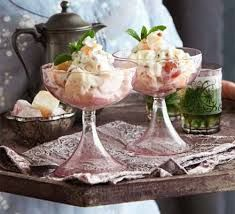 Try a Middle Eastern twist on the British classic Eton Mess, served with fresh mint tea, from BBC Good Food magazine. Middle Eastern Dishes, Middle Eastern Recipes, Turkish Delight, Lebanese Recipes, Turkish Recipes, Moroccan Meatballs, Fresh Mint Tea, Dessert Glasses, Tea Places