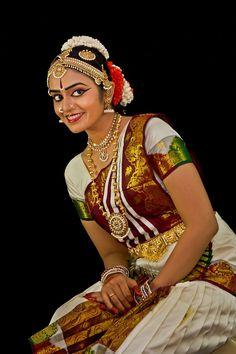 Portrait shoot of Shruthi Iyer in traditional Bharatanatyam costume
