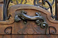 lizard door handle on art nouveau bldg by architect Jules Lavirotte, Paris
