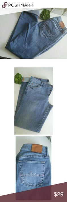 LUCKY BRAND SWEET AND STRAIGHT JEANS Only worn a couple times. In great condition..Non-stretch. Look good rolled up. Lucky Brand Jeans Straight Leg
