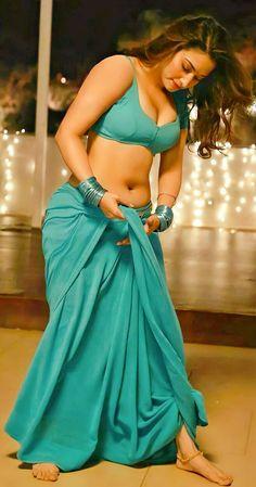 Most Beautiful Bollywood Actress, Indian Bollywood Actress, Bollywood Actress Hot Photos, Bollywood Girls, Indian Actress Images, South Indian Actress Hot, Indian Girls Images, Beautiful Blonde Girl, Beautiful Girl Photo