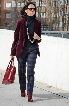 Vogue Fashion, 50 Fashion, Skirt Fashion, Fashion Outfits, Clothes 2019, Fifties Fashion, Fashion For Women Over 40, Work Attire, Everyday Outfits