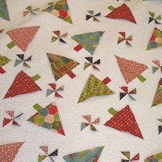 Really like this Christmas Quilt  found on hollyhillquiltshoppe.typepad.com  http://ift.tt/159ytSY Facebook/marycoveydesigns Twitter @MaryMCovey Pinterest mcoveydesigns by mmcovey