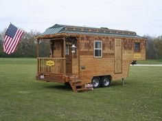 This is the story behind the Wazyless Tiny Home on Wheels by Hardy and Terry Evans in Pleasant Prairie, Wisconsin. It started with their Wayzalot Tiny Home. Sadly, they got in a highway accident an…