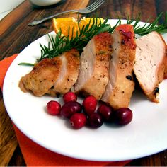 How to make a delicious cranberry orange glazed turkey. Cut the turkey into pieces in order for the turkey to cook faster. Egg Recipes, Turkey Recipes, Healthy Recipes, Healthy Food, Dry Brine Turkey, Whole Turkey, Turkey Glaze, Cranberry Recipes, Picnic Foods