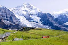 Die Jungfraubahn hat bis zum Jungfraujoch eine Länge von knapp 10 Kilometern, davon werden 7 Kilometer der Strecke in einem Tunnel zurückgelegt, Schweiz / Bild: (c) iroha / Shutterstock