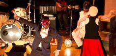 Il Teatro Laboratorio Isola di Confine è un gruppo teatrale con sede in Umbria, formato da attori, musicisti e studiosi di teatro esperti nell'uso della maschera teatrale e della tecnica dell'improvvisazione, con particolare riferimento alla Commedia dell'Arte. Abbiamo intervistato le due anime di questo progetto, Valerio Apice e Giulia Castellani, buona lettura!