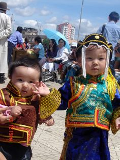Gorgeous Mongolian costumes for traditional holidays and celebrations