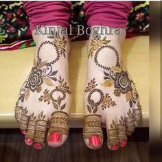 By @kinjal_henna_artist #pretty #mehendi #mehendidesign #mehendiartist #henna #hennadesign #hennaart #hennatattoo #beautiful #wedding #functions #events #art #tattoo #color #mehendiinspire #hennainspire #inspirational #bridal #blackhenna #instaart #bodyart #hennalove #bridal #arabichenna #arabicdesigns #traditionalhenna #paidpromotions #naturalhenna#passion #likeforliketeam Wedding Henna Designs, Latest Arabic Mehndi Designs, Engagement Mehndi Designs, Floral Henna Designs, Mehndi Designs Feet, Indian Mehndi Designs, Legs Mehndi Design, Henna Art Designs, Stylish Mehndi Designs