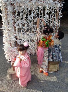 Omikuji - 御御籤, 御神籤 by Robert_Ross28d, via Flickr