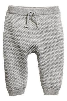 Rizskötésű nadrág: BABA EXKLUZÍV/CONSCIOUS. Rizskötésű, puha biopamut nadrág gumírozott, megkötős derékkal, bordás passzés szárvéggel.