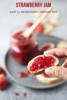 love this easy Instant Pot Strawberry Jam made with just strawberries, sugar and lemon juice (no pectin needed) Strawberry Jam Recipe Without Pectin, Homemade Strawberry Jam, Jam Recipes, Brunch Recipes, Drink Recipes, Free Recipes, Tupperware Recipes, How To Make Jam, Instant Pot Dinner Recipes