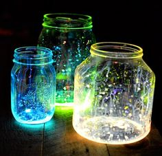 open up glow sticks and pour it into some mason jars-- cool little night light ;) open up glow sticks and pour it into some mason jars-- cool little night light ;) open up glow sticks and pour it into some mason jars-- cool little night light ; Mason Jar Crafts, Mason Jars, Fun Crafts, Crafts For Kids, Glow Crafts, Stick Crafts, Kids Diy, Glow Jars, Glow Stick Jars