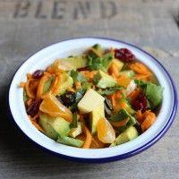 Salade hivernale vitaminée aux carottes, avocat, clémentines, cranberries, Comté et graines de courge