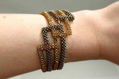 Amy's treasure: Magyarazom a bizonyitvanyom Beaded Jewelry Designs, Seed Bead Jewelry, Necklace Designs, Handmade Jewelry, Beaded Braclets, Beaded Cuff Bracelet, Beaded Earrings, Bracelets, Schmuck Design