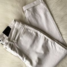 """Skinny Jeans White cropped jeans - sits lower on waist, fitted through hip and thigh, skinny leg. •25"""" inseam• Banana Republic Jeans Skinny"""
