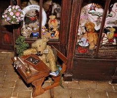 DSC_0472 Teddy Bear Shop, Teddy Bears, Dollhouse Miniatures, Artisan, Dolls, Baby Dolls, Doll House Miniatures, Puppet, Craftsman