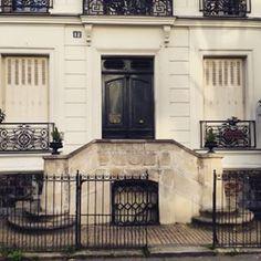 @janettesvn Instagram photos | Down a quiet cobbled street #Onmyrun #Smallbutbeautiful double #staircase #architecture #Parisianstyle #Paris #instafrance #instaparis #parismonamour #parismaville #Parisjetaime #IloveParis #igersparis #ig_paris