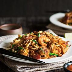 Malaysian Char Kway Teow – Smoky Stir-Fried Rice Noodles with Shrimp, Sausage and Chinese Chives « FoodPornDaily Stir Fry Noodles, Rice Noodles, Asian Noodles, Asian Recipes, Ethnic Recipes, Asian Cooking, Noodle Recipes, Main Dishes, Singapore