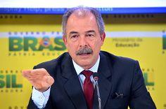 Ministro da Educação quer investigação de site que ensina a estuprar estudantes - http://noticiasembrasilia.com.br/noticias-distrito-federal-cidade-brasilia/2016/01/14/ministro-da-educacao-quer-investigacao-de-site-que-ensina-a-estuprar-estudantes/