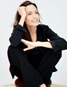 Angelina Jolie Vivienne Marcheline Jolie Pitt, Professional Headshots Women, Angelina Jolie Pictures, Business Portrait, Photography Poses Women, Foto Pose, Portrait Inspiration, Female Portrait, White Women